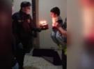 Polis'ten minik Rıdvan'a doğum günü sürprizi