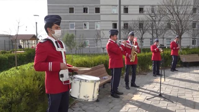 Gaziantep'te belediye bandosundan moral konseri
