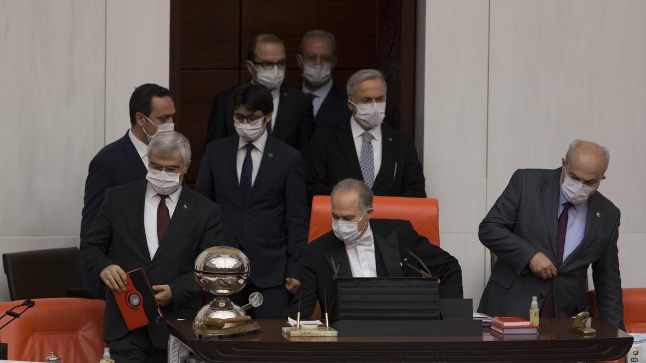 Meclis'te maskeli toplantı