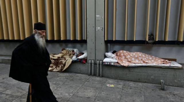 Atinada evsizler koronavirüs tehlikesiyle yaşıyor