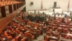 Mecliste gergin oturum