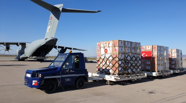 Türkiyenin gönderdiği sağlık malzemeleri Kosovaya ulaştı