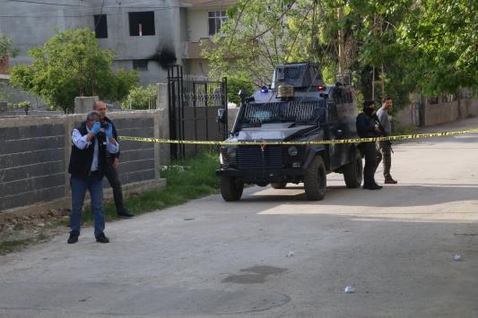Adanada çöp dökerken silahlı saldırıya uğrayan kadın yaralandı