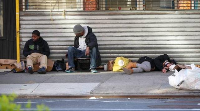 Salgının merkezi New Yorkta evsizler hala sokaklarda