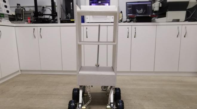 Koronavirüslü hastalara yemek ve ilaç servisi robotlarla yapılıyor