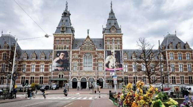 Hollandada koronavirüsten ölenlerin sayısı 2 bin 396ya yükseldi
