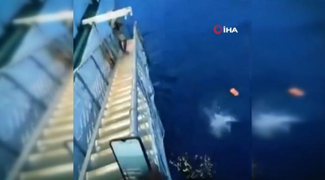 Koronavirüsü duyan yolcular denize atladı
