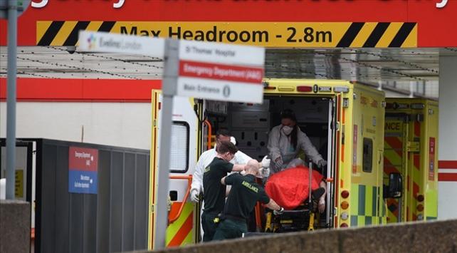 İngilterede 881 kişi daha koronavirüsten hayatını kaybetti