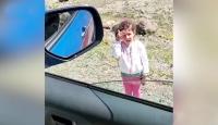 Küçük kız selam vererek jandarma devriyesini durdurdu
