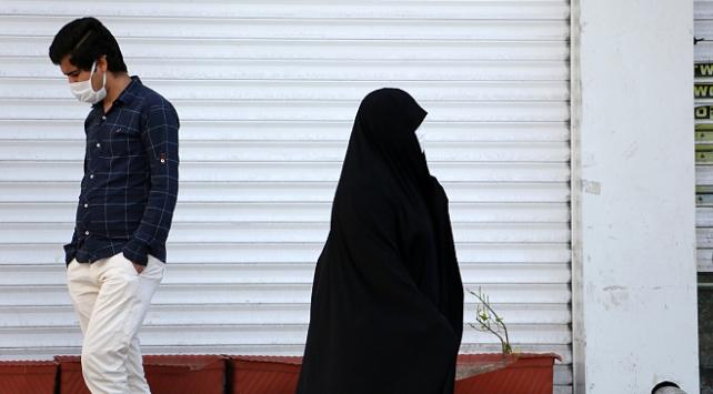 İranda son 24 saatte 122 kişi koronavirüsten öldü