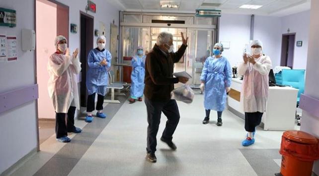 Türkiyede 5 bin 674 kişi virüsü yendi