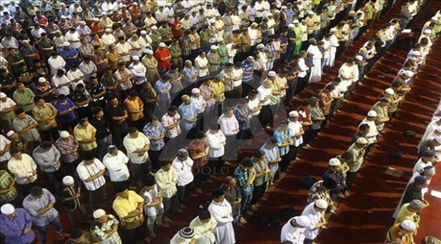 Sudanda cemaatle namaz kılınması askıya alındı