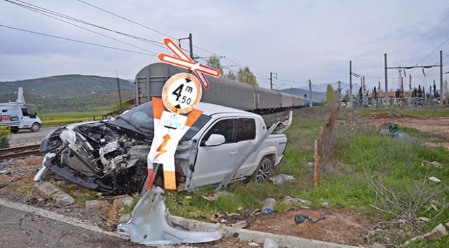 Adıyamanda hemzemin geçitte kaza: 5 yaralı