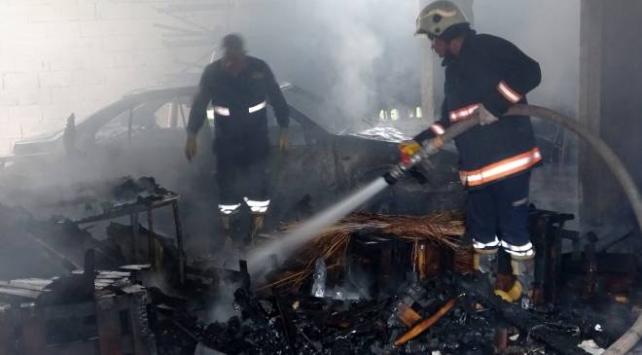 Depoda yangın çıktı, otomobil ile motosiklet küle döndü