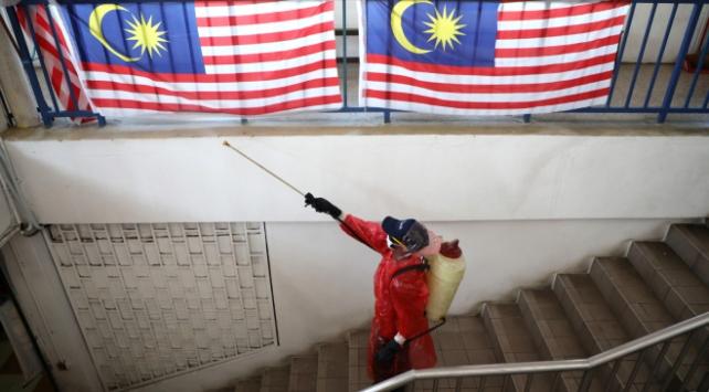 Malezyada 5 bin 182 kişi koronavirüse yakalandı