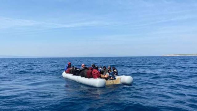 Ölüme terk edilen göçmenleri Türk Sahil Güvenlik ekipleri kurtardı