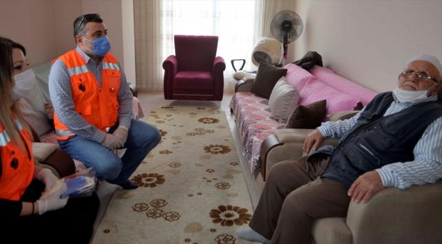 83 yaşındaki Selahattin dede Milli Dayanışma Kampanyasına 50 bin lira bağışladı