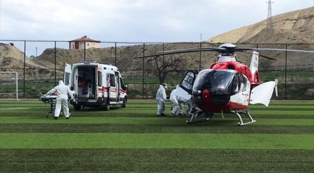 Nefes darlığı çeken 87 yaşındaki hasta helikopterle hastaneye ulaştırıldı