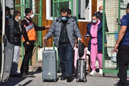 Muğlada karantina süresi dolan 151 kişi evlerine gönderiliyor