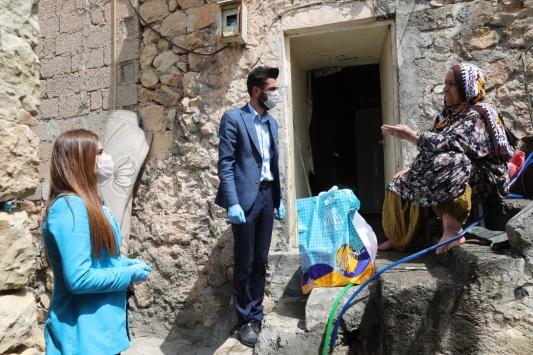 Mardinde ihtiyaç sahibi ailelere temizlik malzemesi dağıtıldı