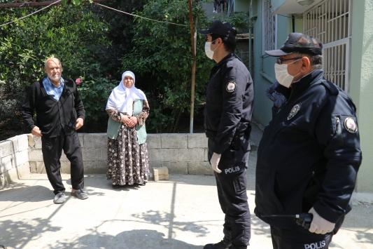 Hatayda yaşlı çift Milli Dayanışma Kampanyasına 1000 lira bağış yaptı