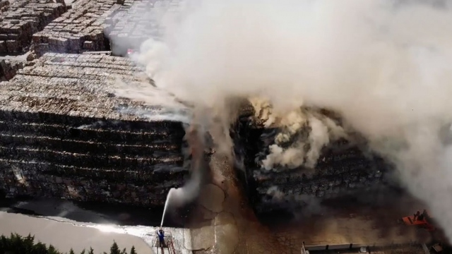 Küçükçekmece'de katı atık fabrikasında yangın