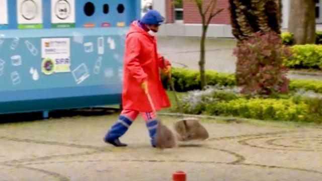 Temizlik görevlileri toplum sağlığı için iş başında