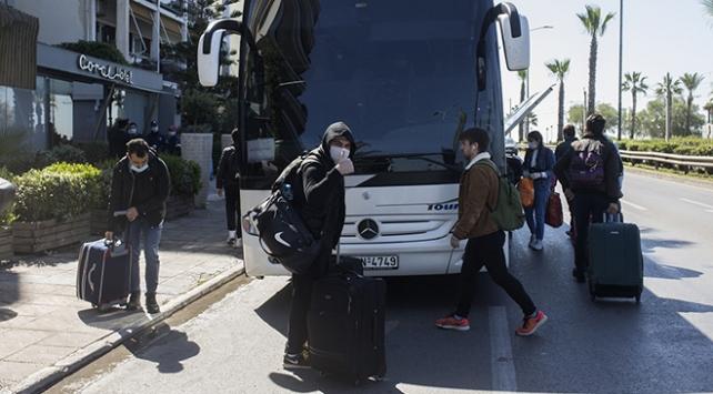 Yunanistanda karantinaya alınan Türkler yurda dönüyor
