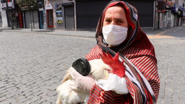155'ten izin alıp hasta horozunu veterinere götürdü
