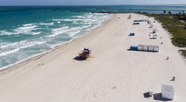 Floridada açılan plajlar tepki çekti