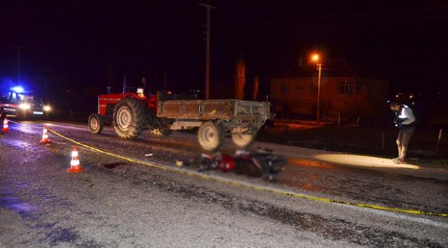 Aksarayda motosiklet, traktörün römorkuna çarptı: 1 ölü