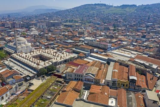 İzmirin tarihi çarşısı Kemeraltında Kovid-19 sessizliği