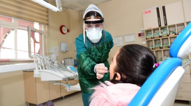 Erzurumda gönüllüler sağlık çalışanları için maske üretti