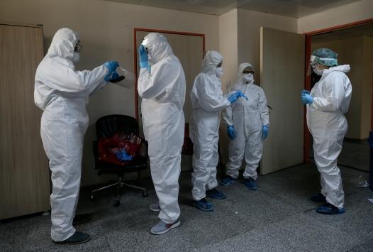 İzmirdeki 422 kişilik filyasyon ekibi dedektif gibi çalışıyor