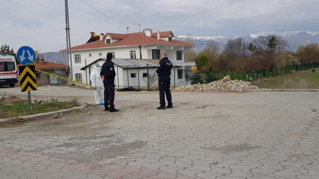 Erzincanda bir kişi evinin önünde ölü bulundu