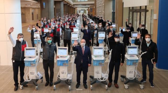 100 yerli solunum cihazı teslim edildi