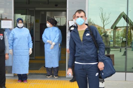 Afyonkarahisarda koronavirüsü yenen asker taburcu edildi