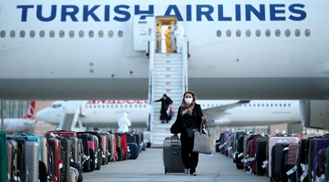 İngilteredeki 337 Türk vatandaşı THY uçağıyla Ankaraya getirildi