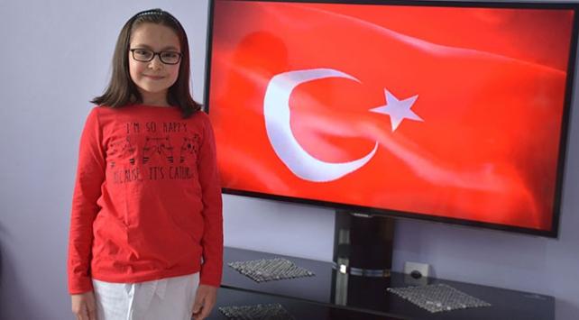 8 yaşındaki çocuk, işaret diliyle İstiklal Marşını okumayı öğrendi