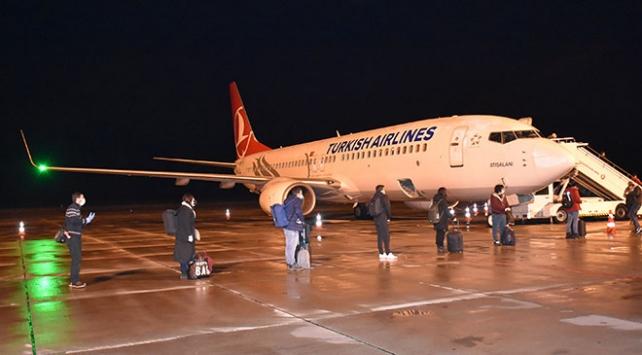 İrlandadan getirilen 115 Türk vatandaşı Karstaki yurtlara yerleştirildi