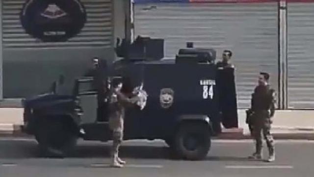 Özel harekat polislerine drone ile çikolata gönderdi