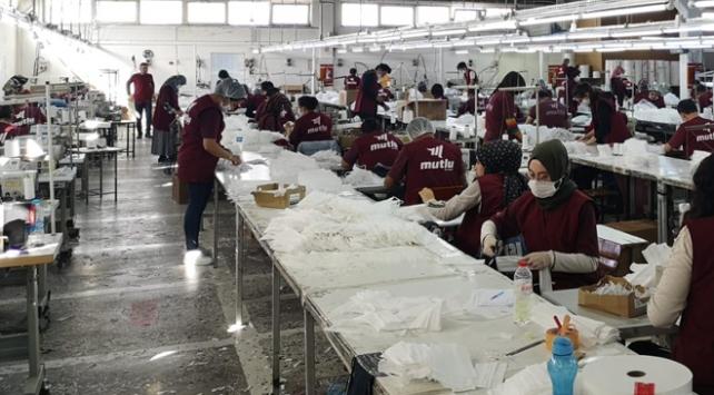 Maske üretimine geçerek işçi sayısını artırdı
