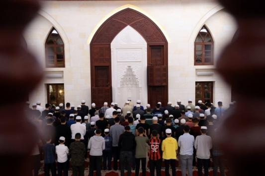 Teravih namazları camilerde kılınmayacak... Evde yapılacak ibadetler