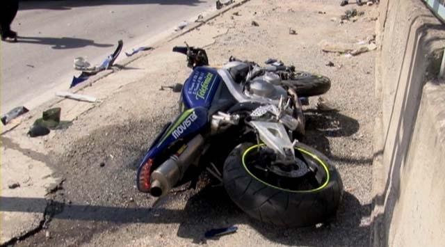 Motosiklet bariyerlere çarptı: 1 ölü