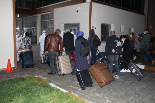 Almanyadan getirilen 285 kişi, Kovid-19 tedbirleri kapsamında Yozgattaki yurda yerleştirildi