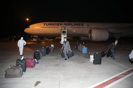 Filistin ve İsrailden 38 Türk vatandaşı THY uçağıyla Türkiyeye getirildi