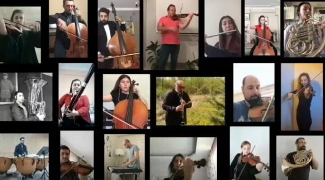 """Balkan Senfoni Orkestrası üyeleri TBMMnin açılışının 100. yılı için """"evlerinden"""" İstiklal Marşını icra etti"""