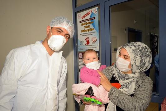 4 aylık Ezmina bebek ve ailesi, Kovid-19 mücadelesini kazandı