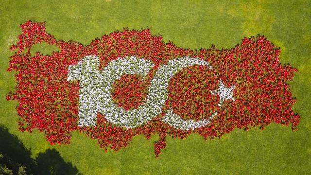 10 bin bayraktan yapılan Türkiye haritası ile 100. yıl kutlaması