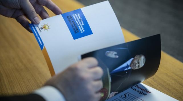 AK Partiden koronavirüsle mücadele kitabı